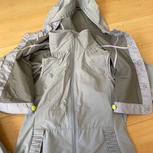lululemon athletica Jackets & Coats - Lululemon gray running rain jacket vest size 4